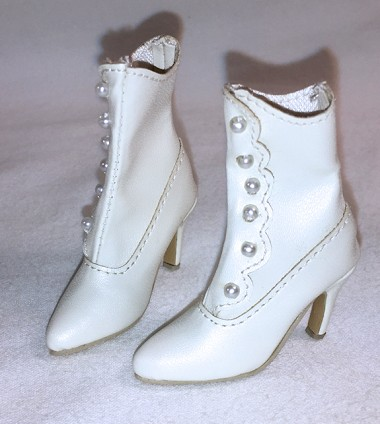 Scalloped Boots (For Ellowyne)